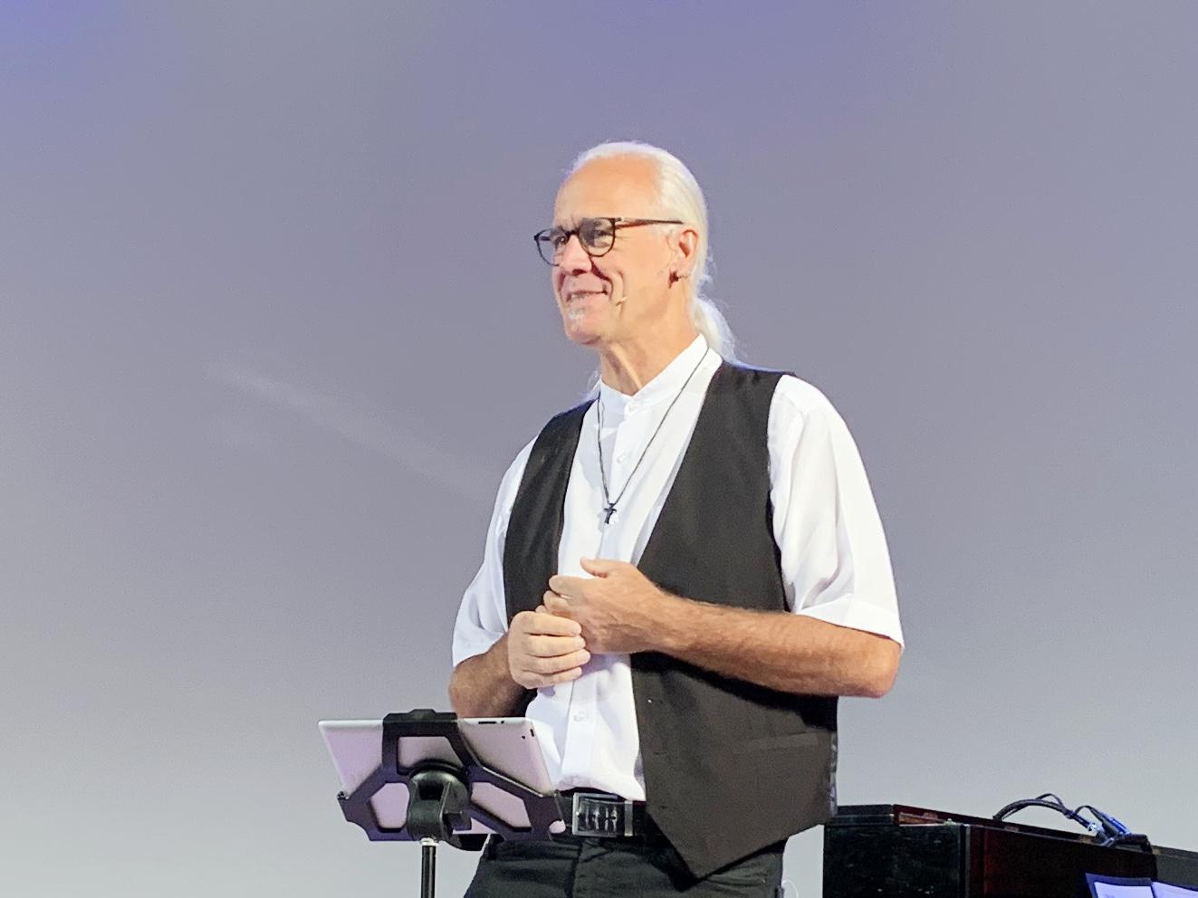 """Präsenz- und Online-Gottesdienst mit Pastor Uwe Schäfer """"Liebe ist das Größte"""